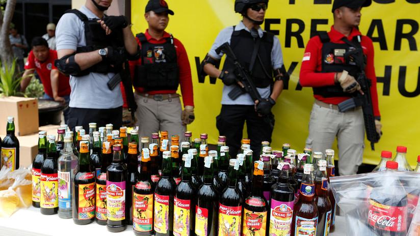 Al menos 100 personas mueren tras beber alcohol ilegal en Indonesia