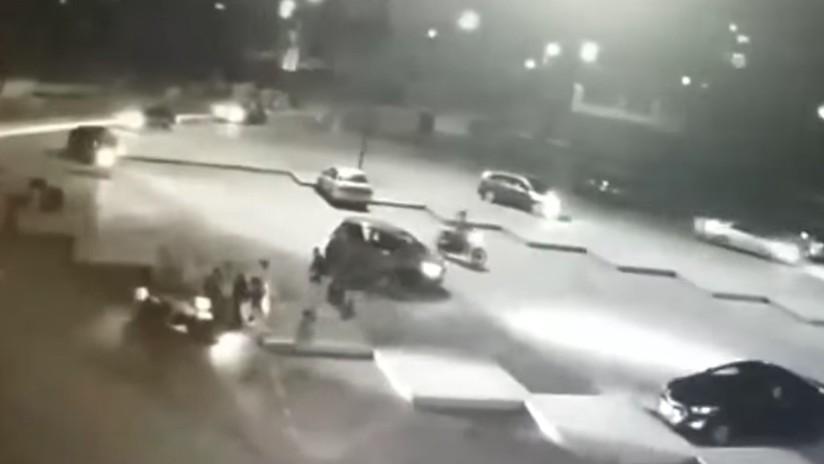 VIDEO: Un 'tsunami' de atracadores roba a toda una cuadra en Perú