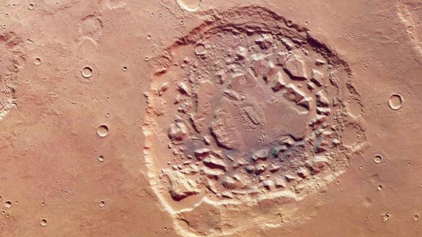 Imágenes de un cráter en Marte desconciertan a los científicos