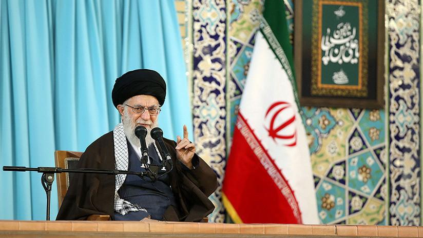 """El líder supremo de Irán tilda a Trump, Macron y May de """"criminales"""" tras el ataque a Siria"""