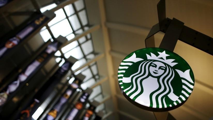 """Polémica en EE.UU. por la detención de dos afroamericanos en Starbucks """"por no pedir nada"""" (VIDEO)"""