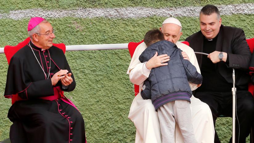 """""""¿Está en el cielo mi papá si era ateo?"""": Conmovedora pregunta de un menor al papa Francisco (VIDEO)"""