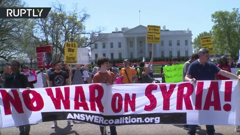VIDEO: Estadounidenses protestan en Washington contra el ataque a Siria