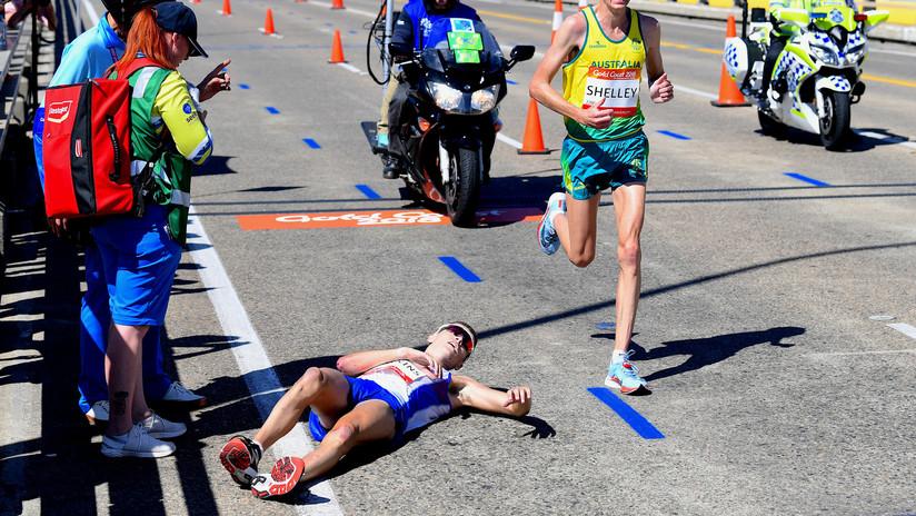VIDEO: Corredor se desmaya al final del maratón y los espectadores sacan fotos en vez de ayudarle