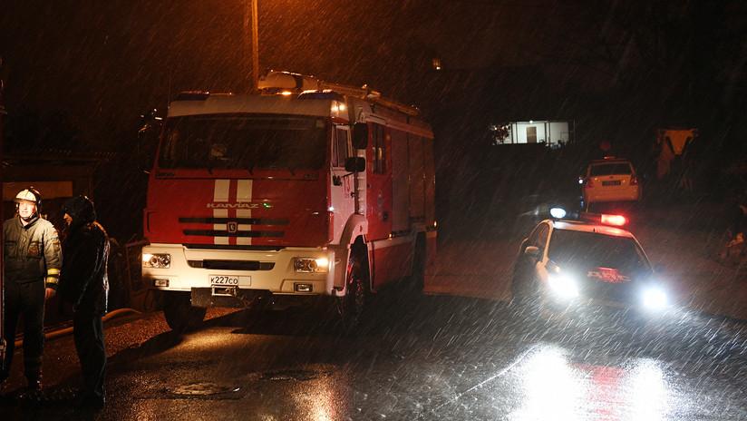 FOTO, VIDEO: Un gran incendio azota un municipio cercano a Moscú