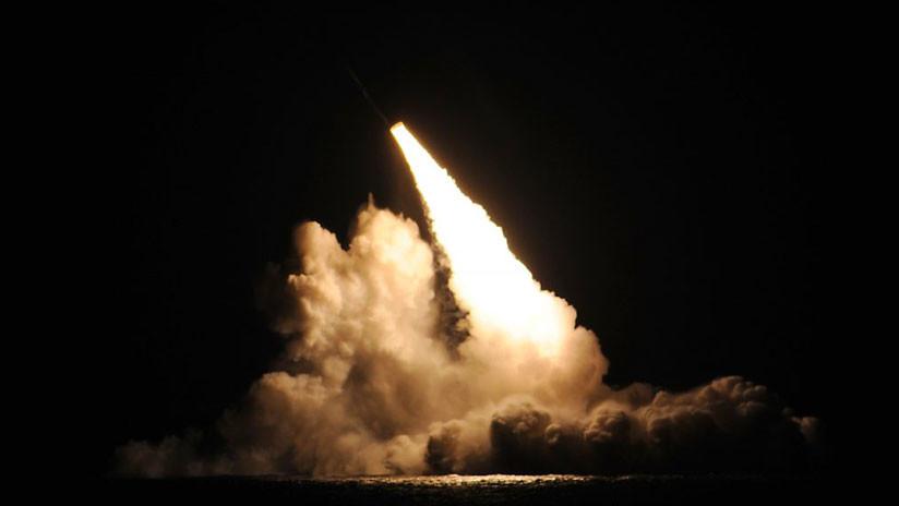 Milicias hutíes lanzan un misil balístico contra una central eléctrica saudí
