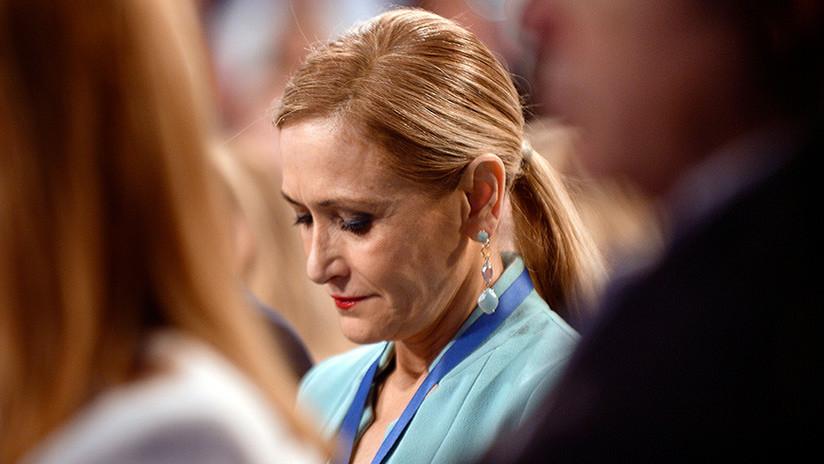 """La presidenta de Madrid """"renuncia"""" al máster y culpa a la universidad de las irregularidades"""