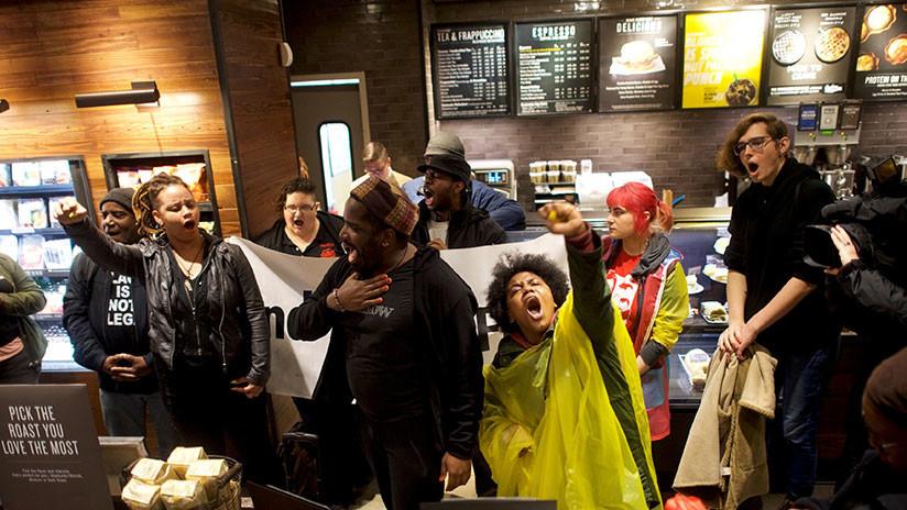 Starbucks cerrará por un día más de 8.000 tiendas para hablar con sus empleados sobre discriminación