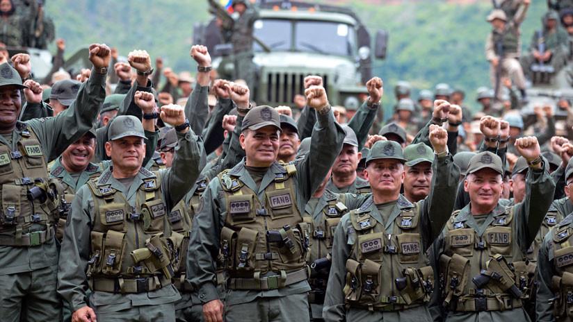"""La cúpula militar de Venezuela revisa los planes de seguridad por """"inminentes amenazas"""""""