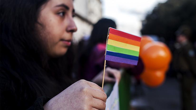 """EE.UU.: Una pediatra se negó a examinar a la hija de una pareja lesbiana y """"rezó por ellas"""""""