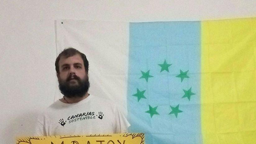 """Detienen a un activista español por escribir en Facebook """"Los Borbones a los tiburones"""""""