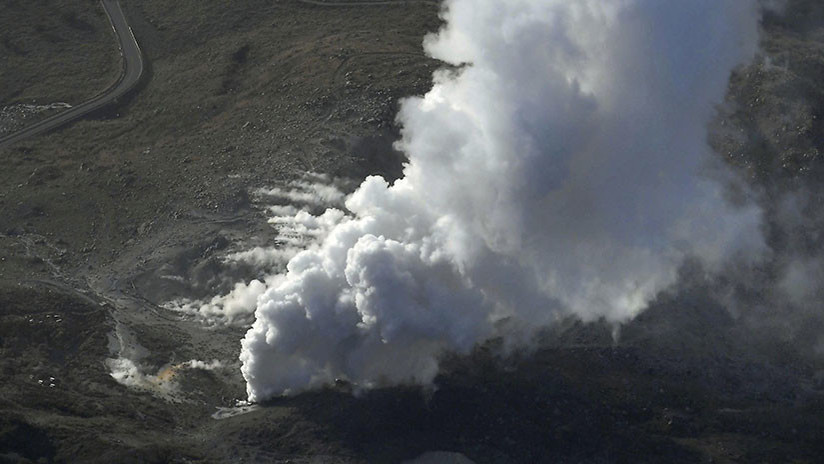 VIDEO: Un volcán japonés entra en erupción por primera vez en 250 años
