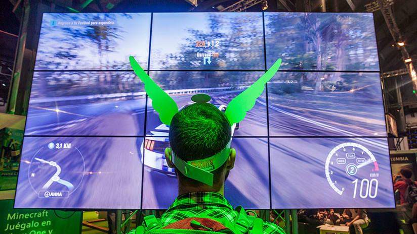 El hombre chino sin brazos ni piernas que se gana la vida con su destreza en videojuegos