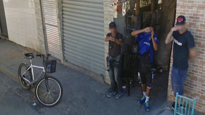 Un hombre apunta con su arma a las cámaras de Google Maps en Brasil