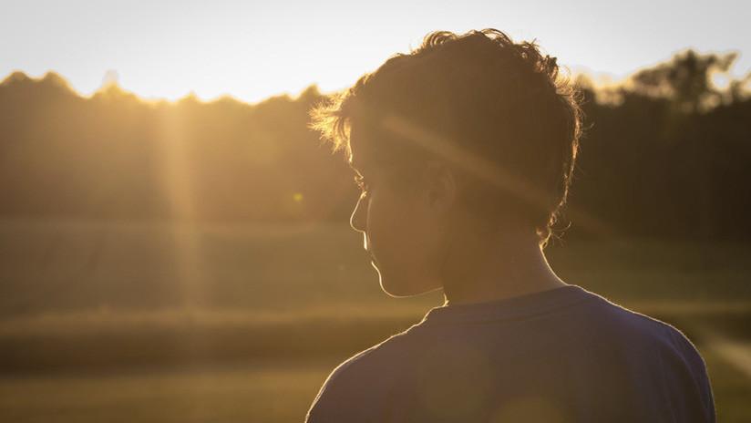 Una rara enfermedad convierte al sol en enemigo mortal de un niño de siete años (FOTOS)