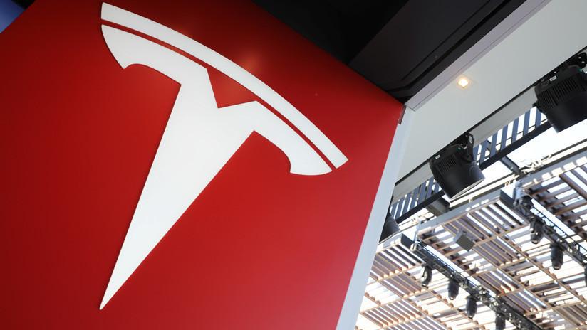 VIDEO: Un auto de Tesla embiste contra un club de 'fitness' en Florida
