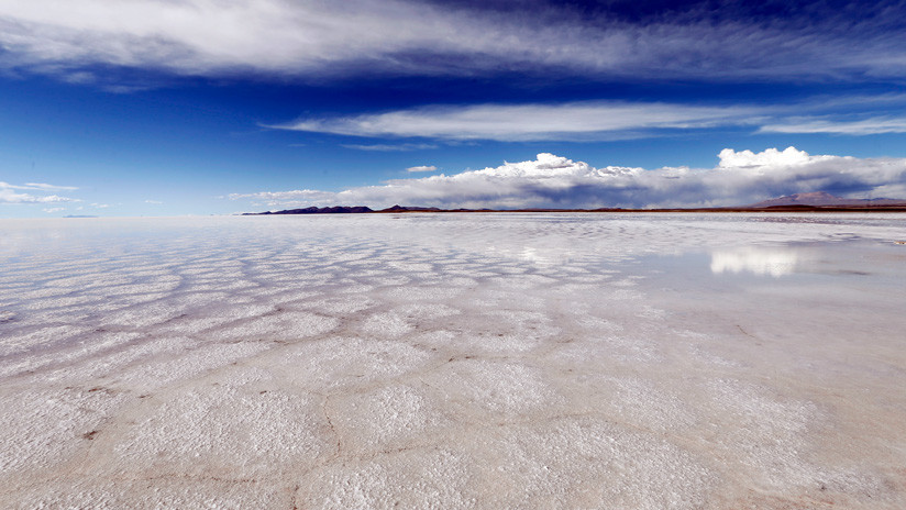 Bolivia ingresa en el mercado internacional de fabricación de baterías de litio