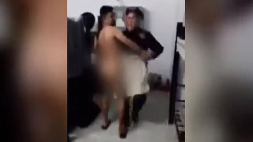 VIDEO: Separan de sus cargos a dos policías mexicanos por grabarse mientras uno bailaba desnudo