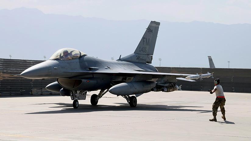 FOTO: Un caza F-16 de EE.UU. se estrella en Arizona