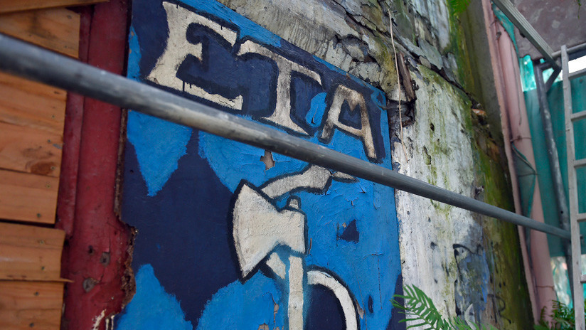 La organización terrorista ETA empieza a entregar sus armas a las autoridades de Francia