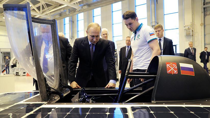 VIDEO: Putin inspecciona el primer auto solar ruso, diseñado por estudiantes