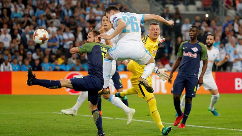 Liga Europa: Delantero del Marsella admite que anotó su gol al Salzburg con la mano