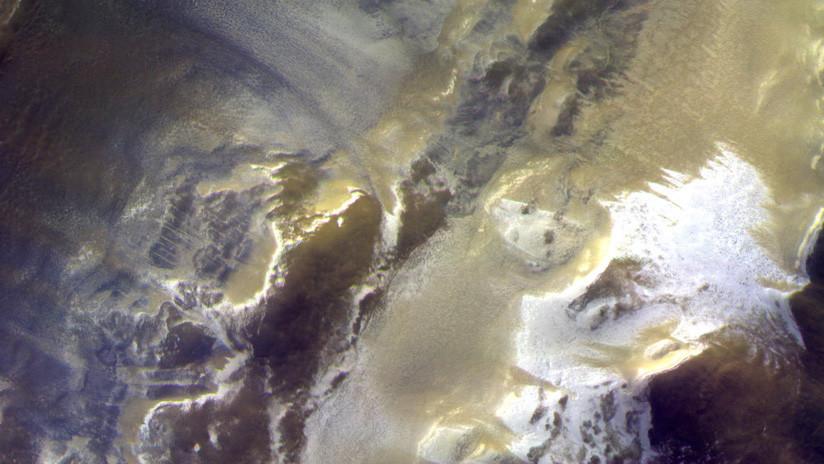 FOTO: Un cráter con hielo protagoniza la última imagen de Marte