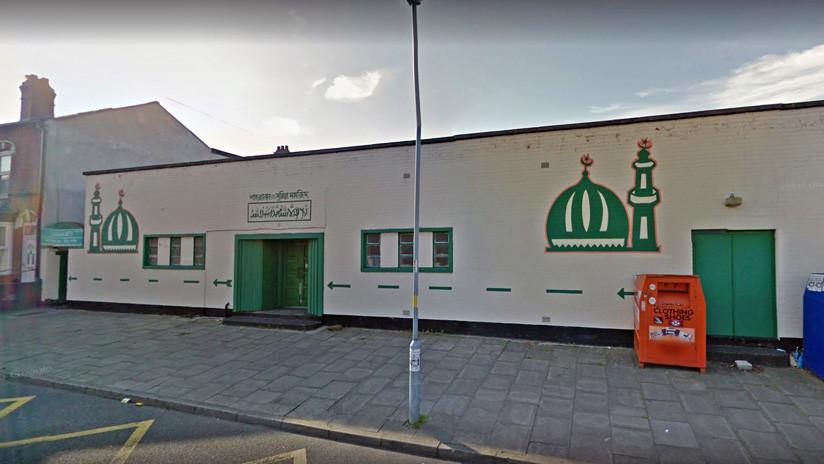 Reino Unido: Atropellan a dos hombres con un coche frente a una mezquita de Birmingham