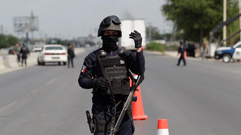 México: Un policía muerto y otro herido durante enfrentamientos contra hombres armados (VIDEO)