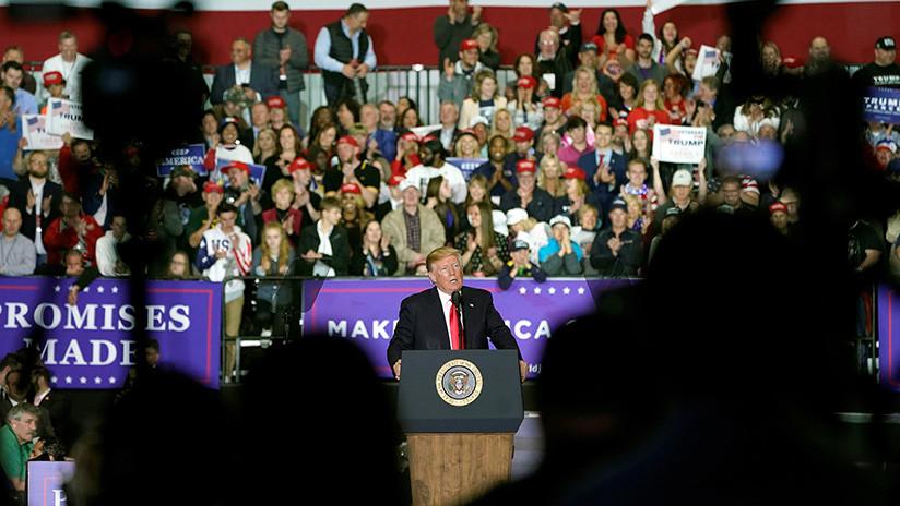 VIDEO: Trump se burla de la prensa y explica por qué no fue a la cena de corresponsales