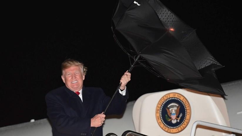 """VIDEO, FOTO: La Red estalla con las imágenes de Trump luchando por """"captar la señal del KGB"""""""