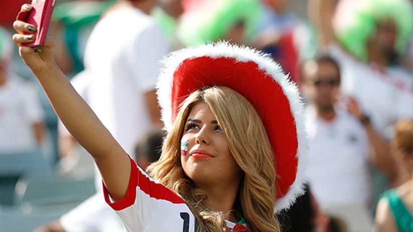 Cinco aficionadas iraníes se disfrazan de hombre para colarse en un estadio de fútbol (FOTO)