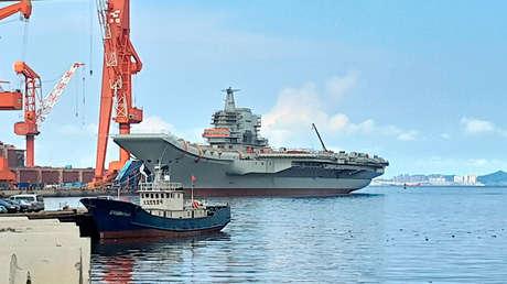 Portaaviones chino 'tipo 001A' botado en astilleros en Dalian.