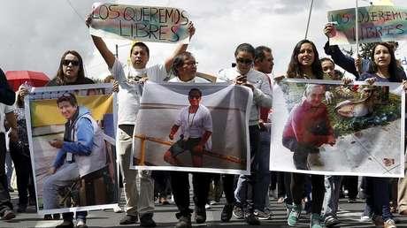 Familiares de periodistas secuestrados se manifiestan por su liberación, Quito, Ecuador, 1 de abril de 2018.