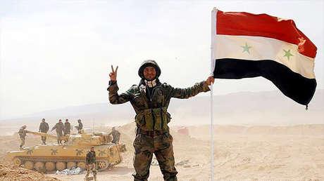 Soldados del Ejército sirio en la ciudad de Deir ez Zor.