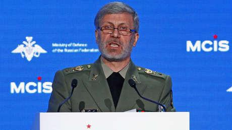 El ministro iraní de Defensa, Amir Hatami, pronuncia un discurso durante la Conferencia anual de Moscú sobre seguridad internacional (MCIS) en Moscú, Rusia, el 4 de abril de 2018.