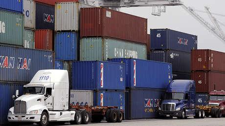 Contenedores para el transporte de mercancías en Long Beach, California, EE.UU., el 4 de abril de 2018.