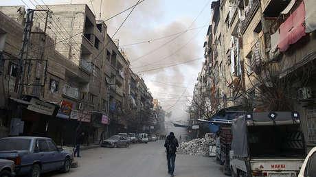 Un ataque aéreo en la ciudad sitiada de Duma, Guta Oriental, el 23 de febrero de 2018.