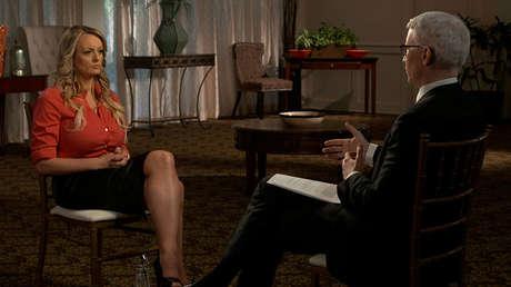 La actriz porno Stephanie Clifford, conocida como Stormy Daniels, en una entrevista para el programa 60 Minutes de CBS News a principios de marzo de 2018.
