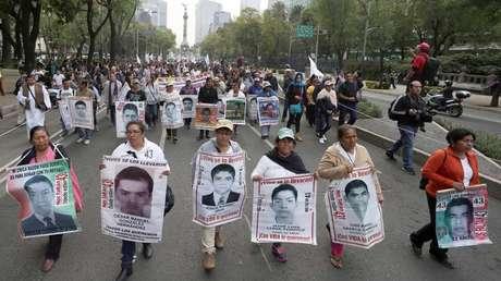 Manifestación en México al cumplirse 40 meses de la desaparición forzada de al menos 43 estudiantes.