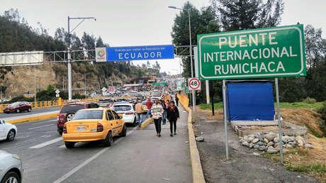 El Puente Internacional Rumichaca divide a Ecuador y Colombia.