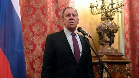 El Ministro de Asuntos Exteriores de la Federación de Rusia, Serguéi Lavrov, responde las preguntas de los periodistas tras una reunión en Moscú, el 10 de abril de 2018.