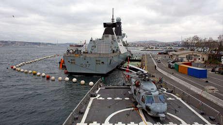 El destructor HMS Duncan (D37) de la Royal Navy británica se ve durante una visita al puerto en Estambul, Turquía, el 19 de febrero de 2018.