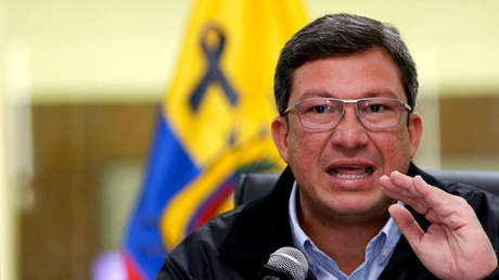 El ministro del Interior ecuatoriano, César Navas, durante una conferencia de prensa  en Quito, el 15 de abril de 2018.