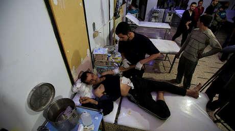 Un hombre herido en un hospital subterráneo, Duma, Guta Oriental, Siria, 16 de abril de 2018