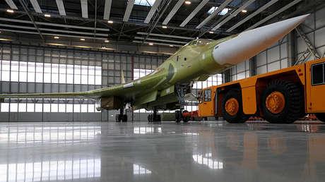 Un prototipo del avión Tu-160M2 en la fábrica de aviones Gorbunov, con sede en la ciudad rusa de Kazán.