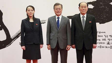 El presidente de Corea del Sur, Moon Jae-in, se reúne con una delegación de alto nivel de Corea del Norte. La foto fue publicada por la agencia KCNA el 10 de febrero de 2018.