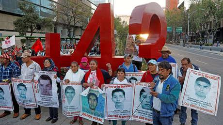 Los familiares de los estudiantes de Ayotzinapa marchan en la Ciudad de México con motivo del 38º mes de su desaparición. 26 de noviembre de 2017.