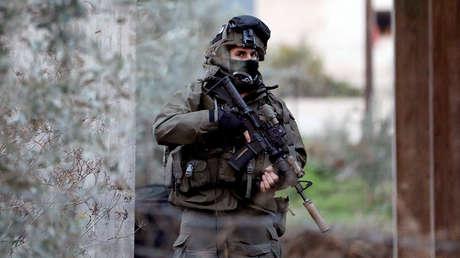 Un miembro de las Fuerzas Armadas israelíes durante una operación en la ciudad cisjordana de Jenin, el 18 de enero de 2018.
