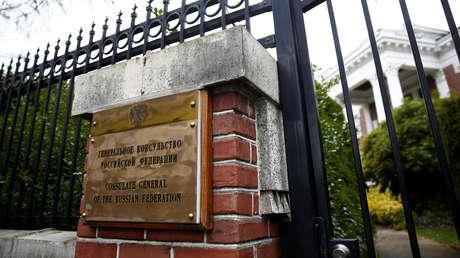 Un letrero en la entrada privada del Consulado General de la Federación Rusa en Seattle, Washington, EE. UU., 26 de marzo de 2018.
